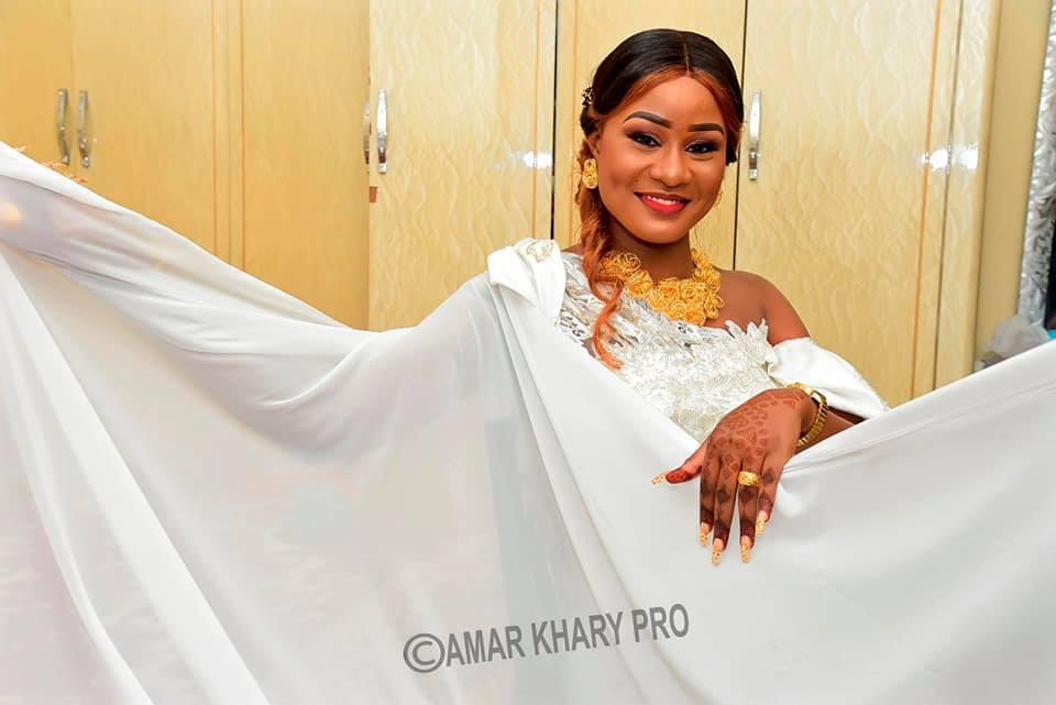 PHOTOS - Cette mariée illumine la toile avec sa belle robe