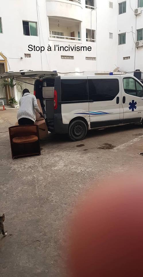 Photos: Incroyable, une ambulance utilisée pour des déménagements