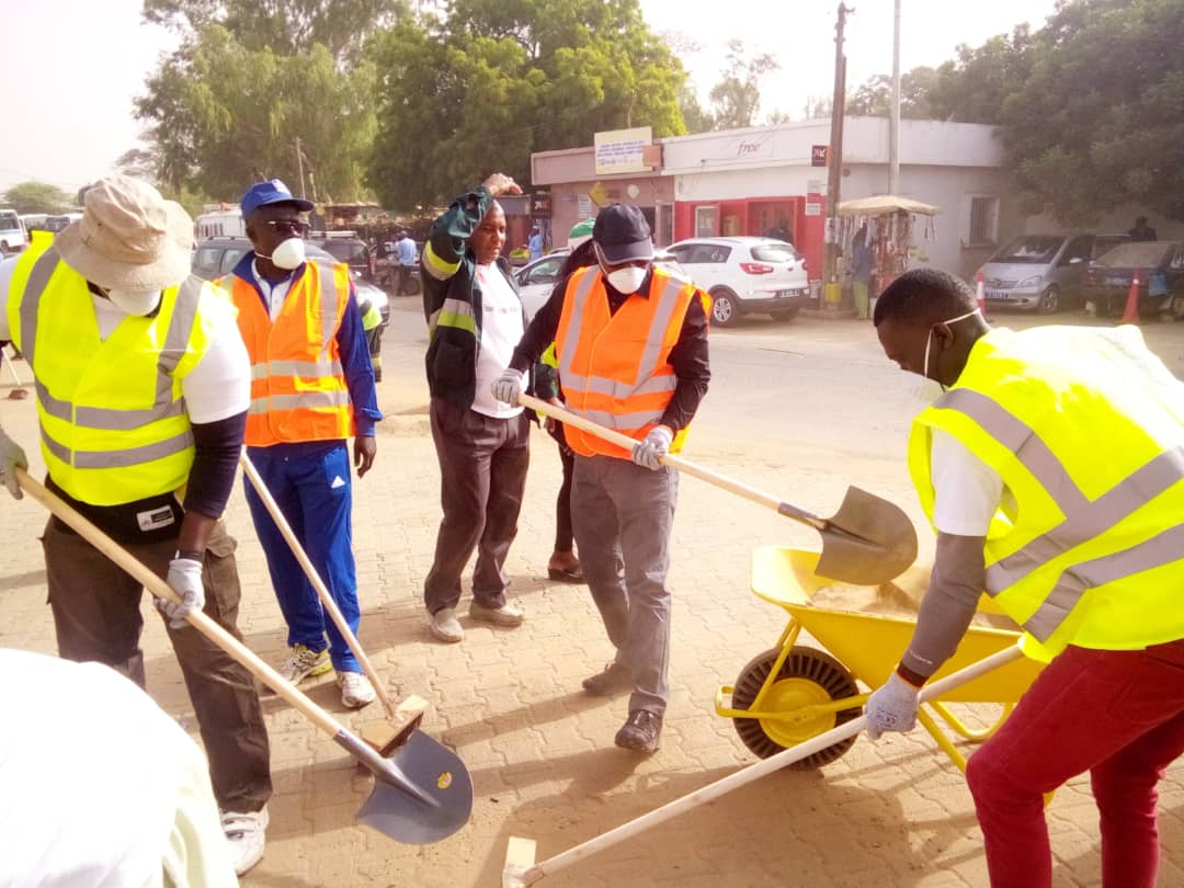 Cleaning Day- Commune de Sangalkam: Le Maire Oumar Guèye et ses administrés, en action