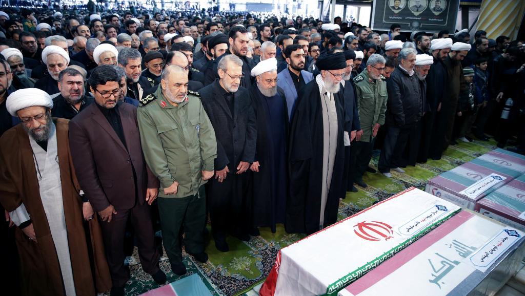 Hommages à Qassem Soleimani: A Téhéran, prière présidée par le guide suprême