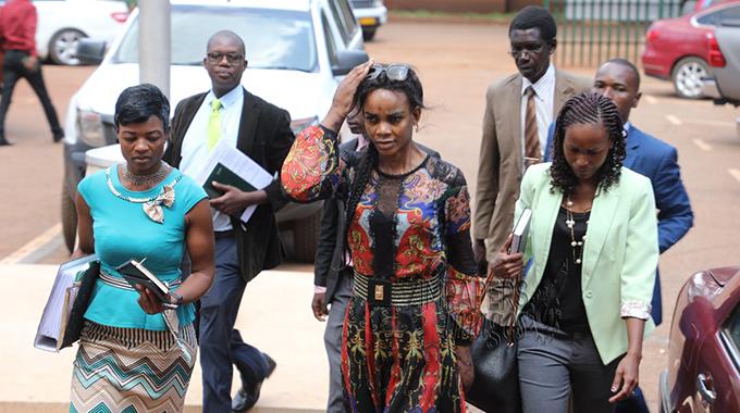 Zimbabwe: Accusée de blanchiment d'argent, l'épouse du vice-président remise en liberté sous caution
