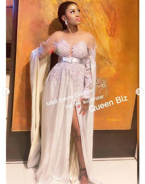 PHOTOS - La robe chic de Queen Biz qui illumine la toile