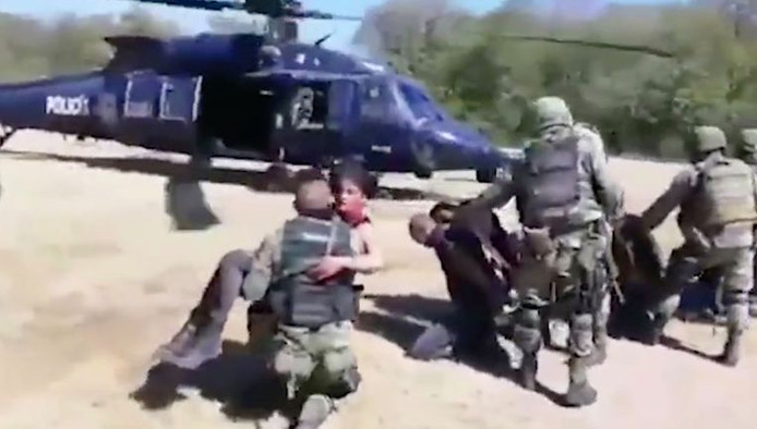 Gravement blessée, Maria Guadalupe Lopez Esquivel a été emmenée d'urgence dans un hélicoptère.