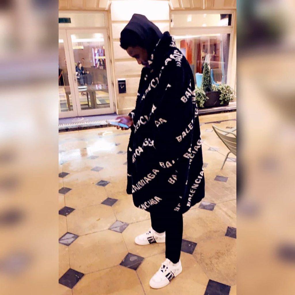 PHOTOS - Devinez combien coûte le manteau fausse fourrure de Wally Seck