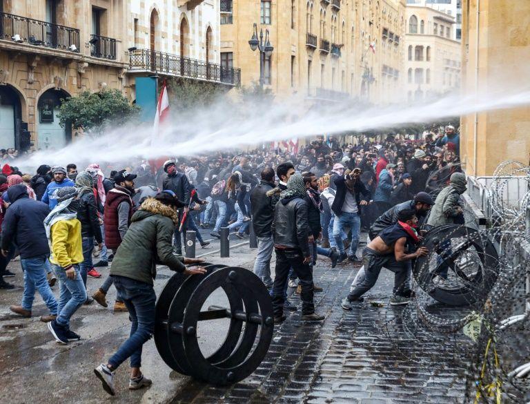 Plus de 200 blessés à Beyrouth dans des affrontements entre manifestants et police