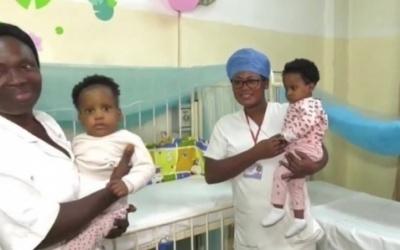 Cameroun : Deux ex-siamoises de retour à Yaoundé après une opération réussie