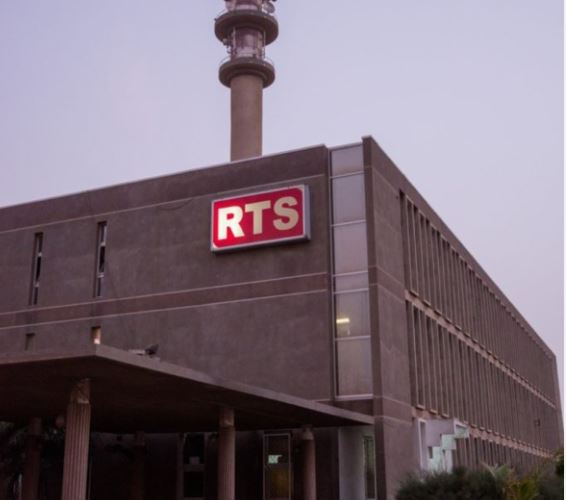 RTS : le départ du Drh Alioune Thiam, réclamé