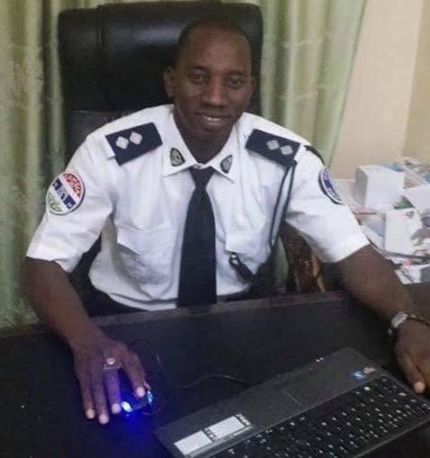 Manifestation en Gambie : Un commissaire de police arrêté pour avoir rendu visite à ses frères, blessés…