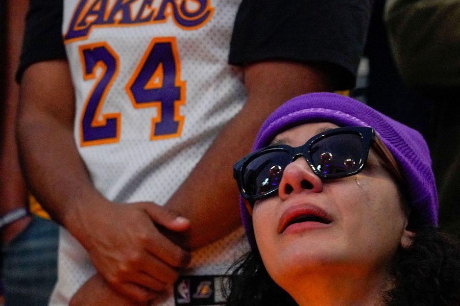 Devant le Staples Center de Los Angeles: Les fans de Kobe Bryant inconsolables (photos)