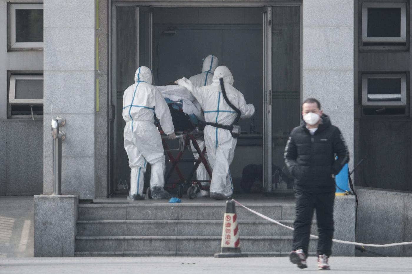 Coronavirus: plus de 720 morts, Hong Kong impose sa quarantaine