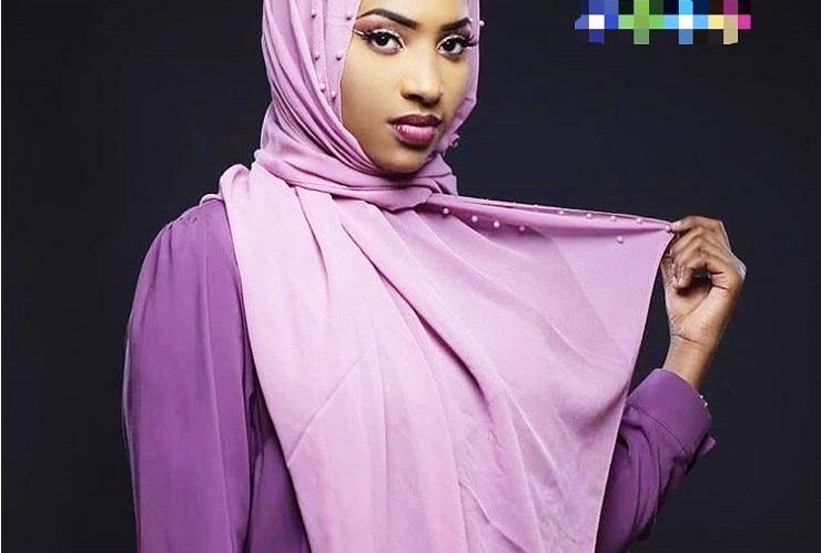 PHOTOS - Oumy «Golden» sublime en mode hijab