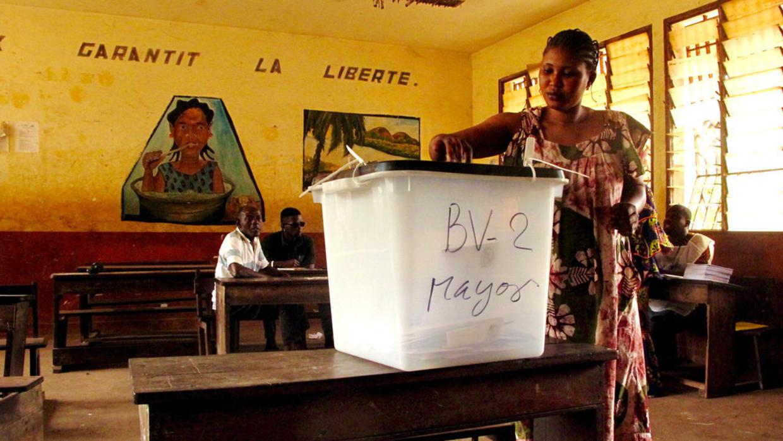 Guinée: le double scrutin est reporté, annonce le président Alpha Condé