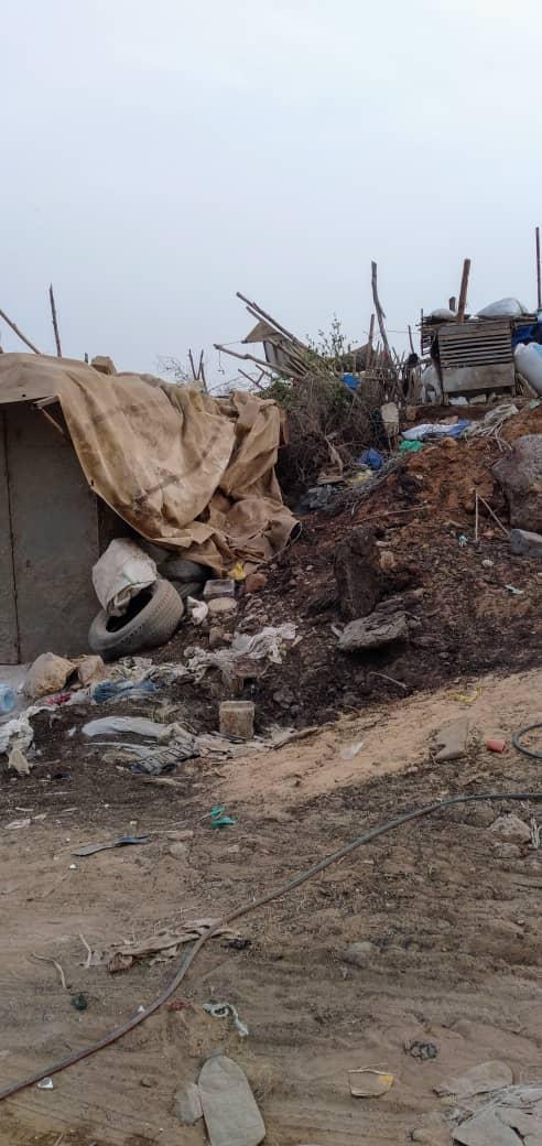 PHOTOS - Regardez les images désolantes de ce canal qui borde le stade LSS, la cite Socabeg, la Résidence Mixta et le Lycée moderne de Dakar