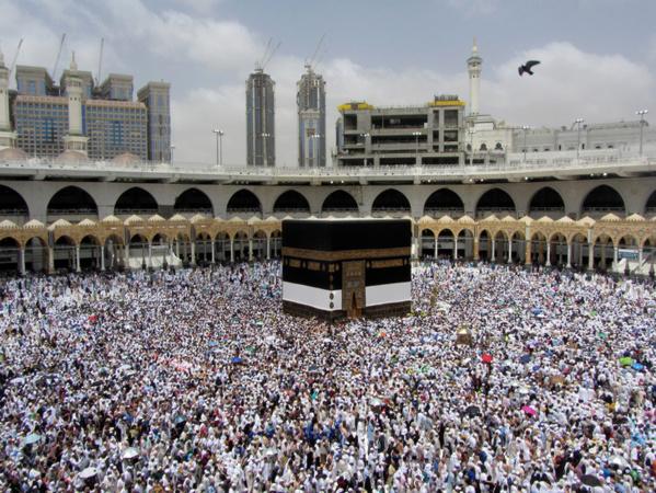 Coronavirus: La Haute Commission des Oulémas suspend la prière du vendredi et toutes les prières communes dans les mosquées, à l'exception de la Mecque et de Médine
