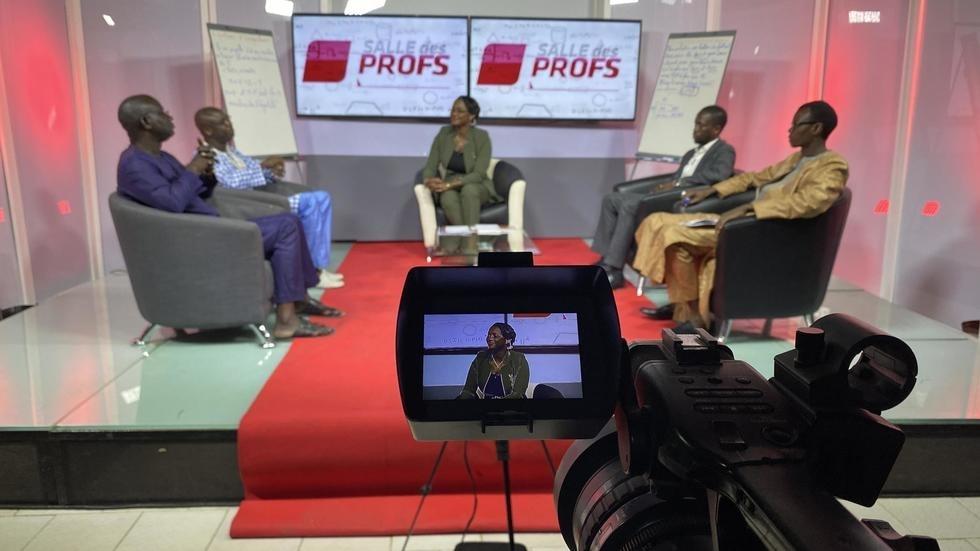 Sénégal: une chaîne de télévision propose l'école à la maison ( Rfi )