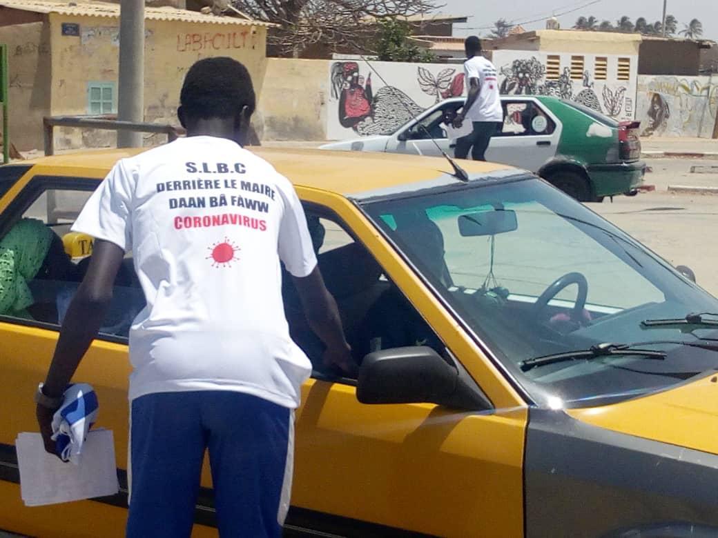 (PHOTOS)- Riposte contre le Covid 19 à Saint-Louis: Mansour Faye, Maire de la ville, distribue ses prospectus et T-Shirts…