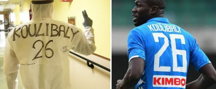 Coronavirus en Italie: Un infirmier porte sur son dos, le nom de Kalidou Koulibaly