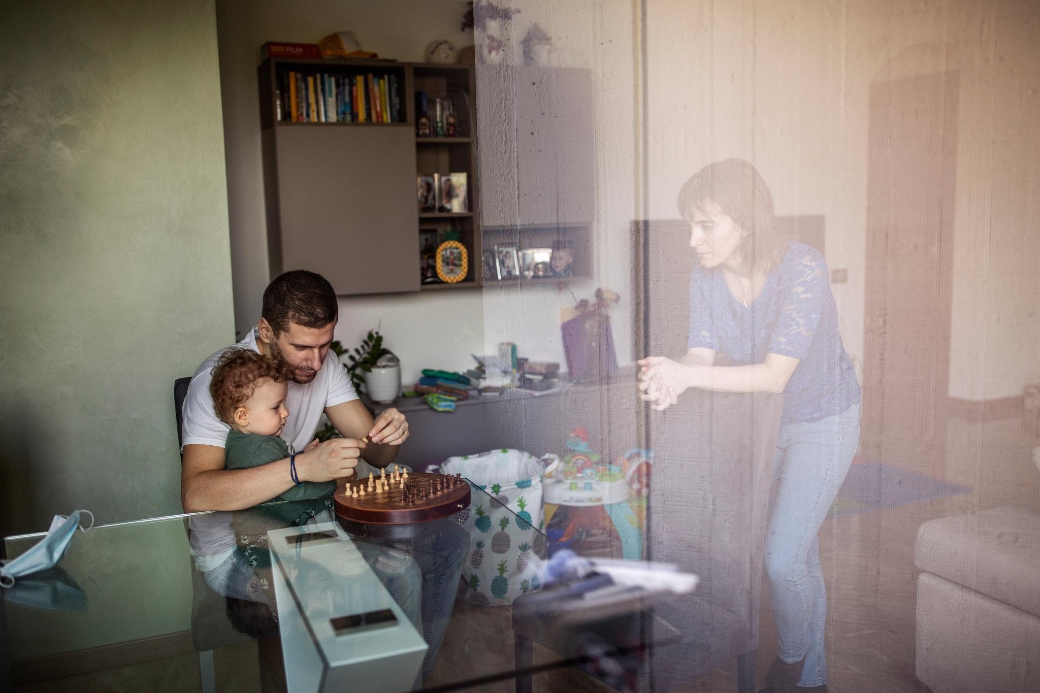 Isoler les malades à la maison, l'Italie stocke des tragédies familiales
