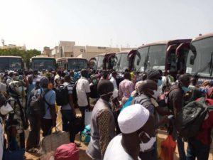 (PHOTOS) / Pour regagner leurs postes: Un grand rassemblement des enseignants constaté au terminus Liberté 5