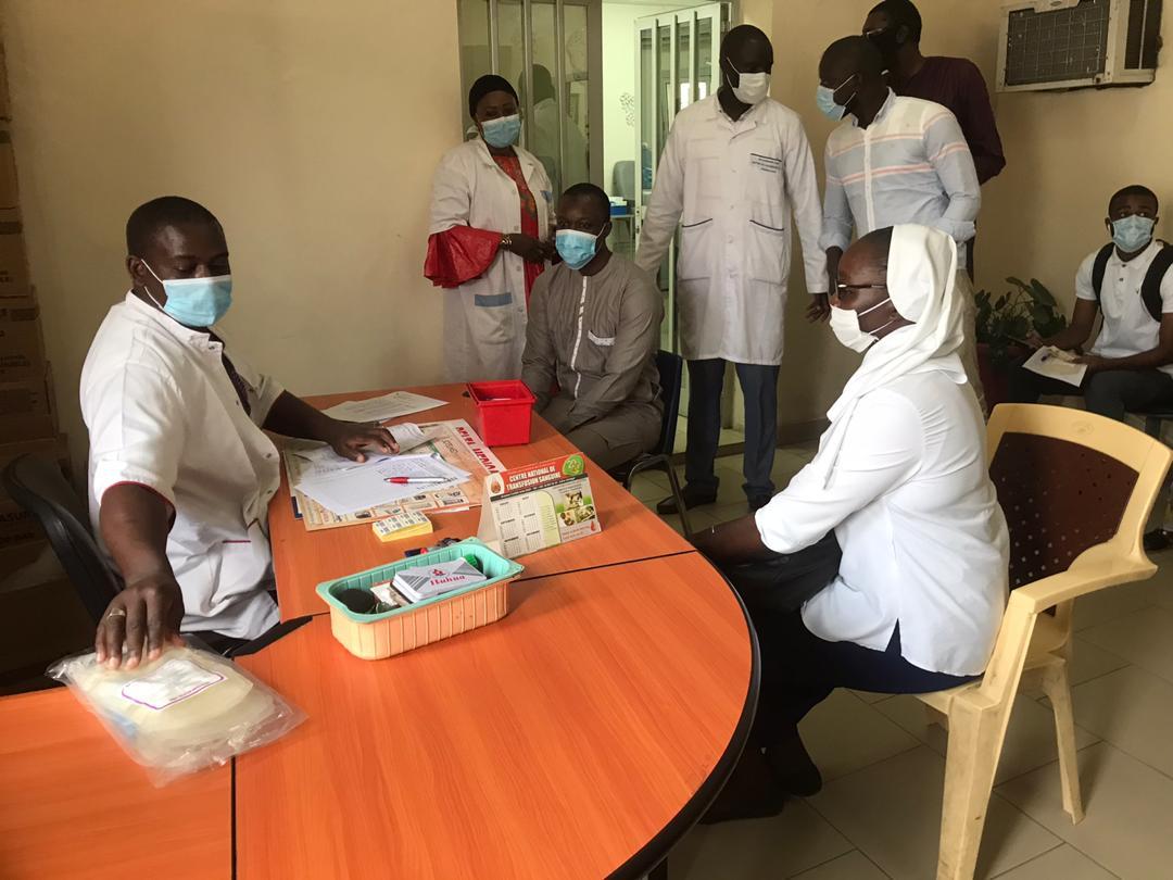 Semaine patriotique du don de sang: Ousmane Sonko donne l'exemple au CNTS (Photos)
