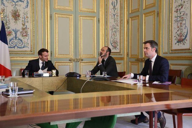 """Coronavirus: Macron veut sa commission, Larcher """"stupéfait"""""""