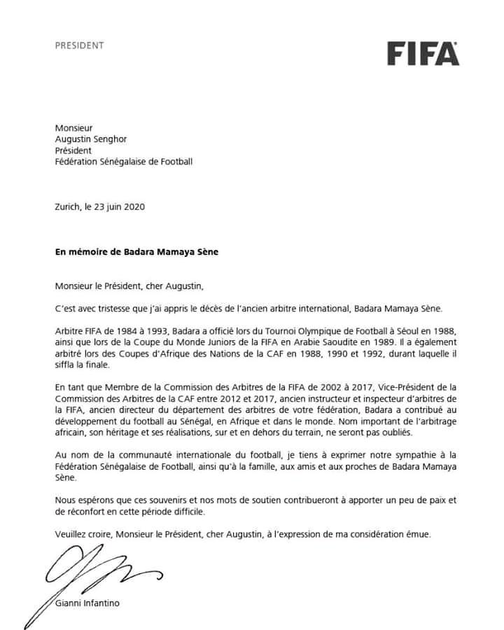 Document - La FIFA rend hommage à Badara Mamaya Sène
