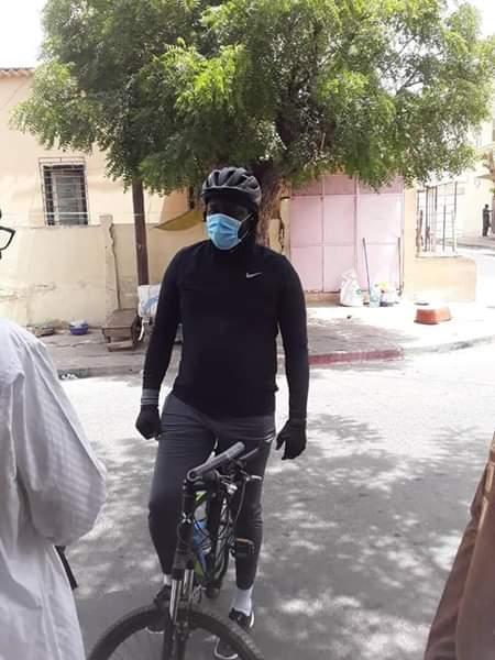Vidéo - Regardez comment le ministre Abdou Karim Fofana se détend en se baladant sur un vélo dans sa commune...