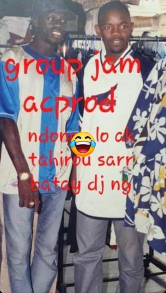 Cette ancienne photo de feu Ndongo Lô avec son ami Tahirou Sarr, marchand ambulant, fait le buzz actuellement !