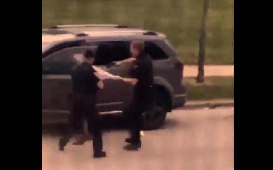 Etats-Unis : des policiers tirent sept coups de feu sur un homme noir désarmé