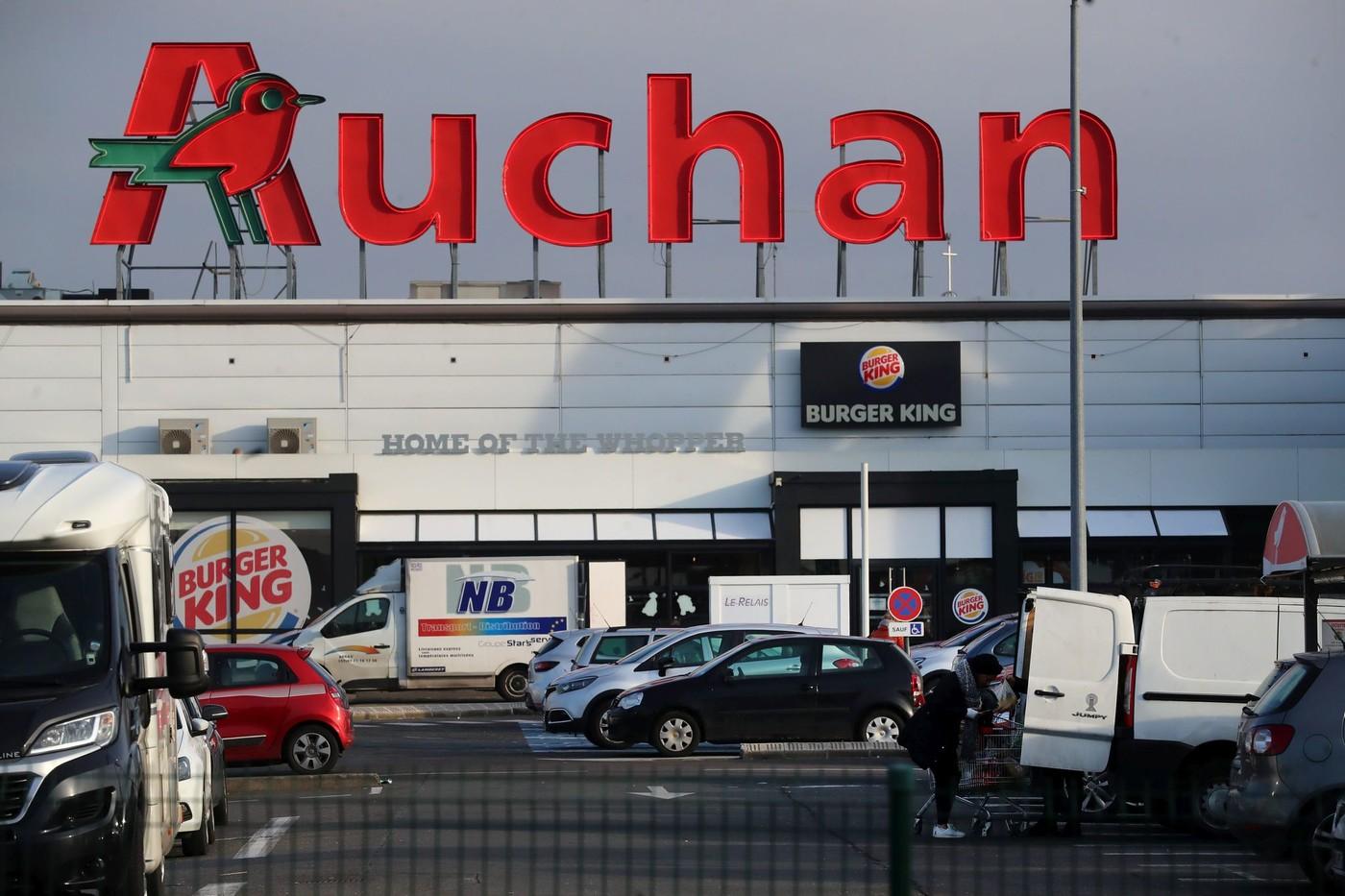 FRANCE - Auchan annonce la suppression de près de 1.500 postes