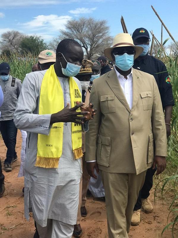 Fatick: le cortège présidentiel accueilli par une foule de militants, mais le Président Macky Sall préfère ne pas s'arrêter