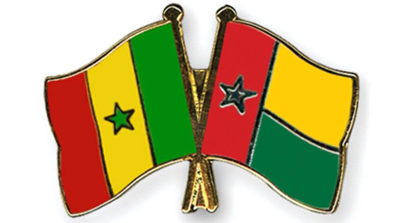 Avenues aux noms de Macky Sall et de Buhari: Des Bissau-guinéens marchent sur le drapeau du Sénégal