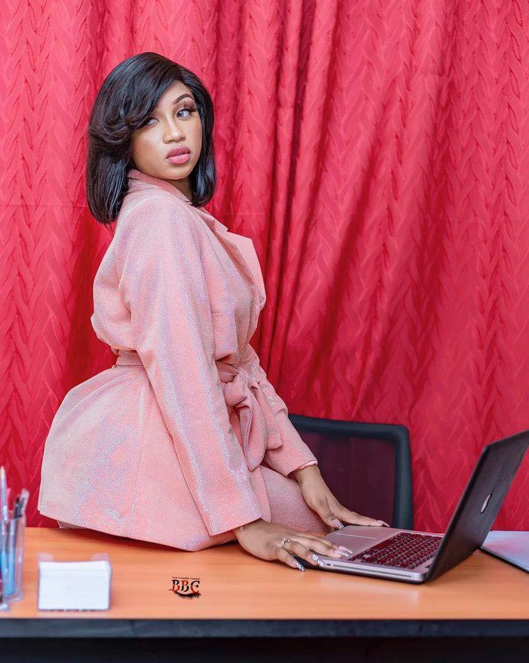 Admirez les nouveaux clichés sexy de la chanteuse Astar (Photos)