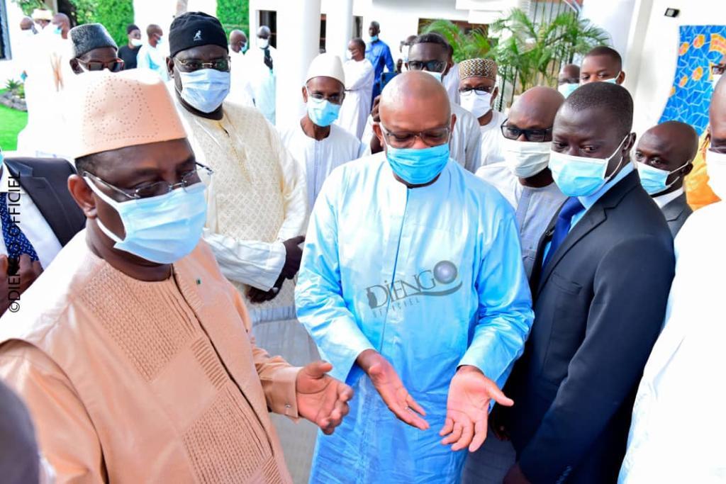 Condoléances: le Président Macky Sall chez Dane Fall de « Sénégal Broderie » suite au rappel à Dieu de son père El Hadj Mamadou Mamoune Fall dit Ndama (IMAGES)