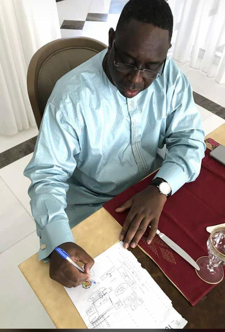 MACKY SALL «TORTURE» SES MINISTRES SORTANTS