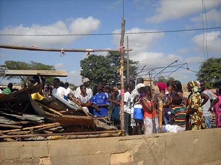 Les artisans aussi accusent l'Etat: «L'émigration irrégulière est accentuée par nos nombreux déguerpissements… »