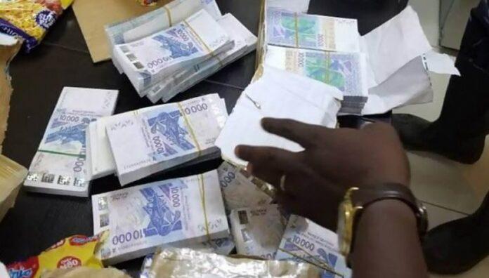 Faux-monnayage: Un milliard de francs CFA en faux billets saisis, une célébrité citée