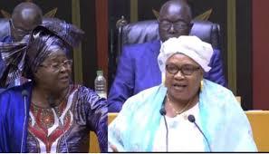 Assemblée nationale: Aïda Sow Diawara invite Woré Sarr au-dehors, pour se battre