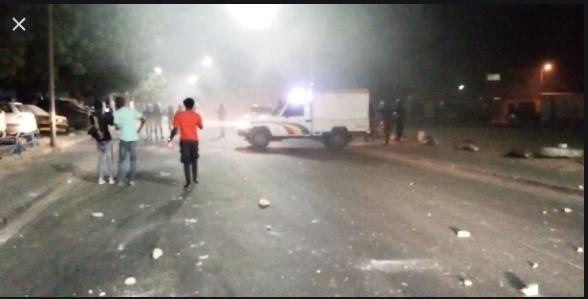 Urgent / Ça chauffe à Colobane: Faute de moyens de transport, des frustrés commencent à brûler des pne