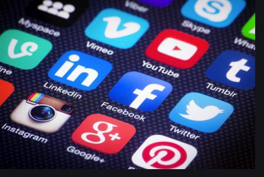 Réseaux sociaux: Macky Sall exige un dispositif de régulation et d'encadrement spécifique