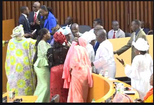 Assemblée nationale: L'opposition boude la commission Ad hoc et accuse la majorité de falsification de document