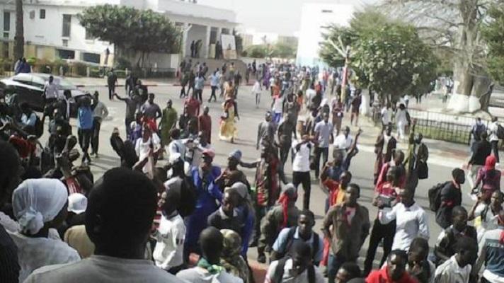 UCAD - Affrontements à l'arme blanche entre étudiants, les politiques en valent-ils la peine?