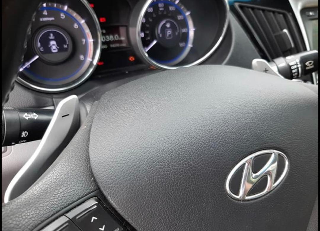 Particulier vend voiture hyundai Sonata venant de Canada