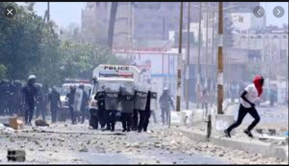 Attendu au Tribunal: Ousmane Sonko bloqué à Mermoz, reprend la route