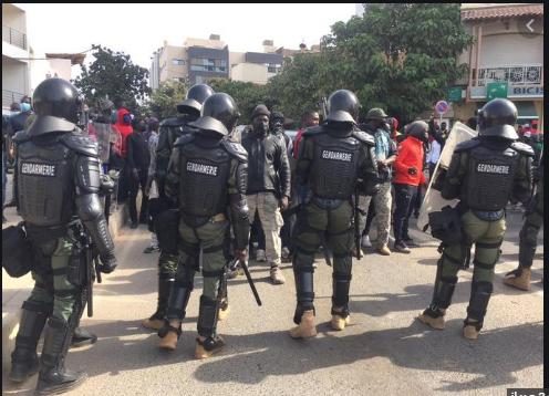 Bloqué dans la circulation: Ousmane Sonko refuse l'itinéraire imposé par la gendarmerie