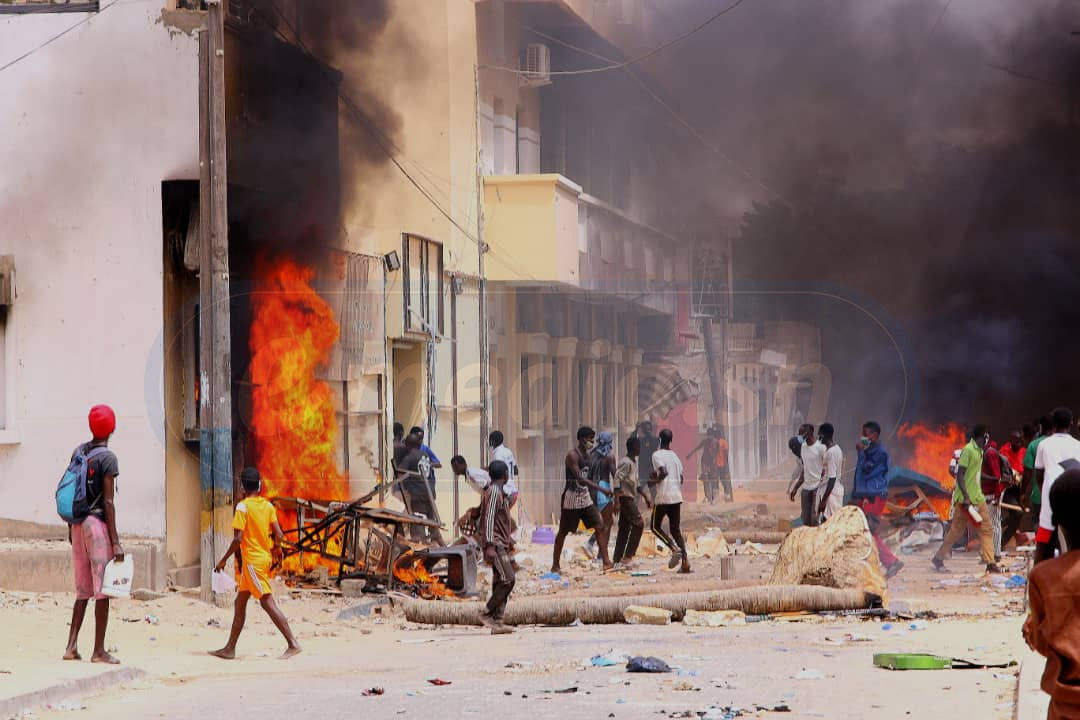 Saint-Louis: Le siège de l'APR attaqué, les tuyaux d'assainissement brûlés