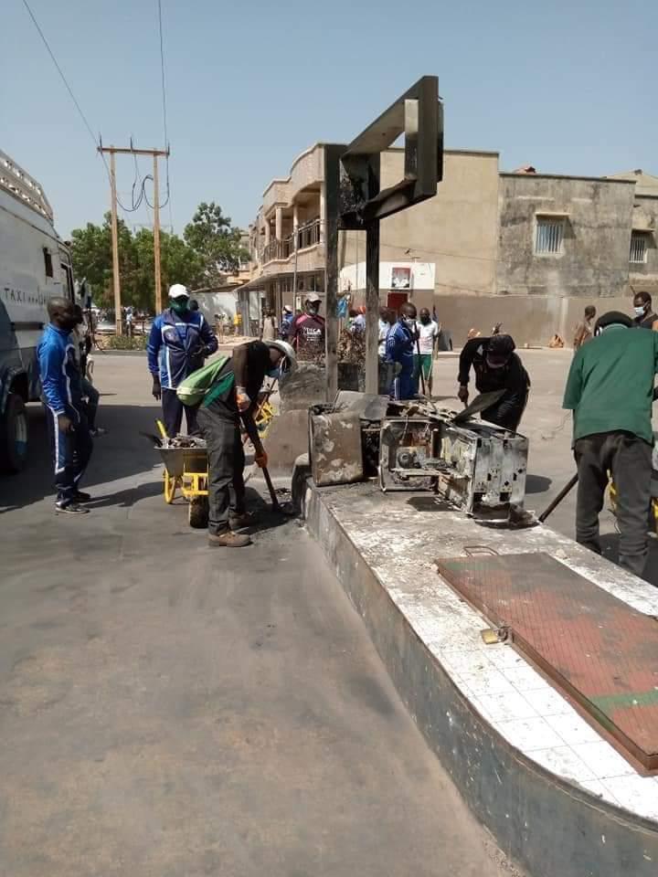 Photos / Bignona: Les jeunes nettoient la ville après les manifestations