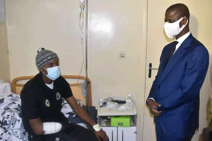 Blessés civils et militaires lors des manifestations: Antoine Felix Diome à leur chevet (Photos)