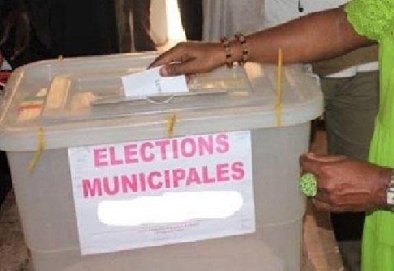 Report des Locales en 2022 : Pour le M2D «Macky Sall joue à la ruse»