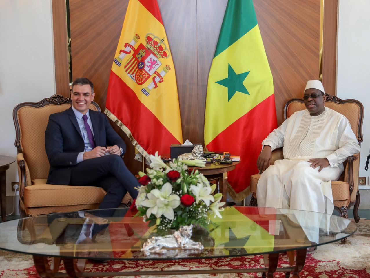 REPLAY / PALAIS DE LA REPUBLIQUE : Le président de la République reçoit le Premier ministre espagnol